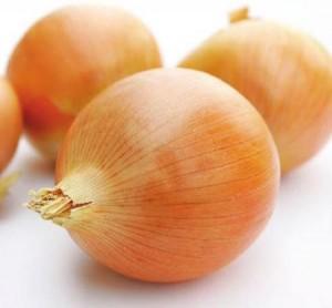 В луковой шелухе содержится много клетчатки.
