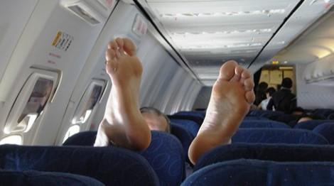 в самолете отекают ноги