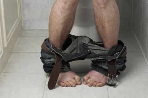 Каковы симптомы геморроя у мужчин