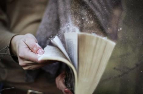 протирайте книги от пыли